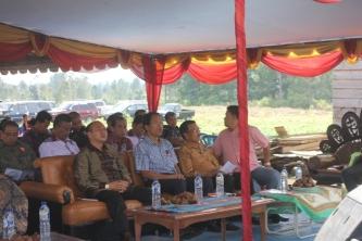 Bupati Taput Drs Nikson Nababan bersama Dosmar Banjarnahor