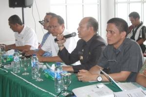 Bupati Taput Drs Nikson Nababan memberikan arahan