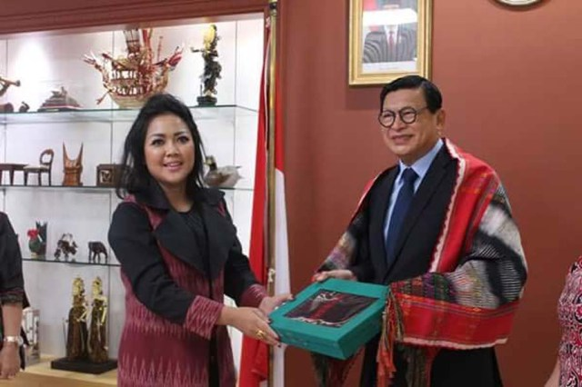 Foto Istimewa Ketua Dekranasda Kabupaten Tapanuli Utara Satika Simamora ketika berada di Kedutaan Besar Republik Indonesia Korea di Young Deungpuku Seoul.
